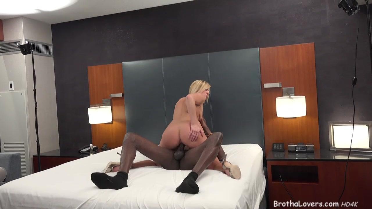 Mature anal strapon